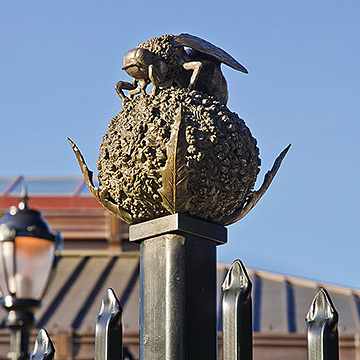 bee finial closeup